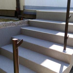 schody z żywicy na zewnatrz